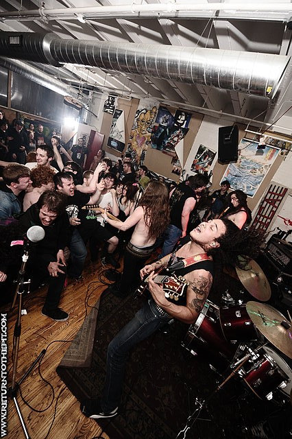 [razormaze on Mar 26, 2010 at Unit 12 (Allston, MA)]