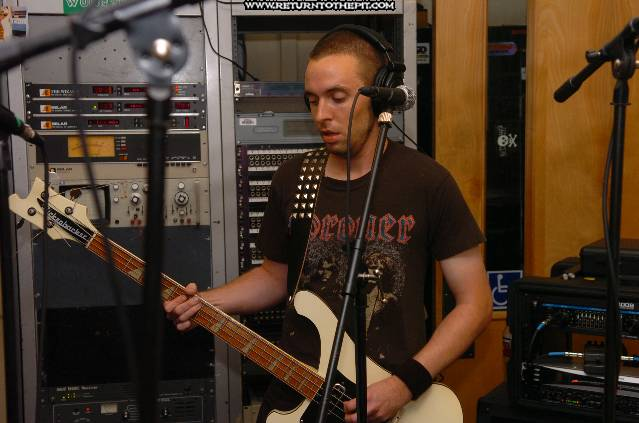 [superchrist on Sep 19, 2005 at Live in the WUNH Studios (Durham, NH)]